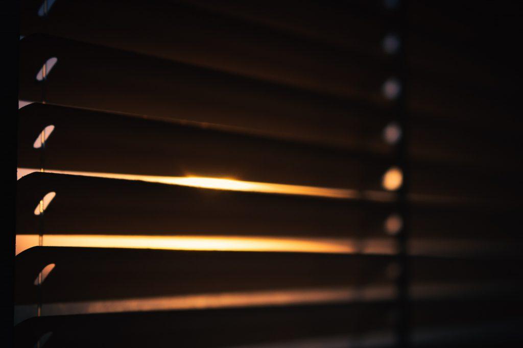 Żaluzja z prowadzeniem żyłkowym zachód słońca czasnarolety